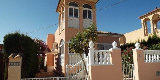 Well maintained villa in Monte Golf