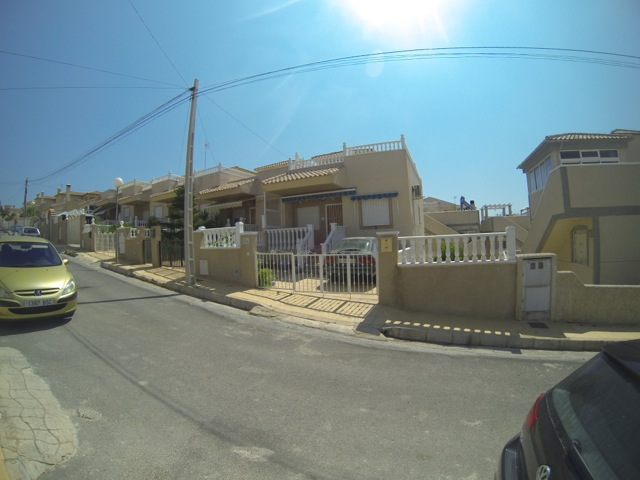 corner house with 3 apartments in El Galan