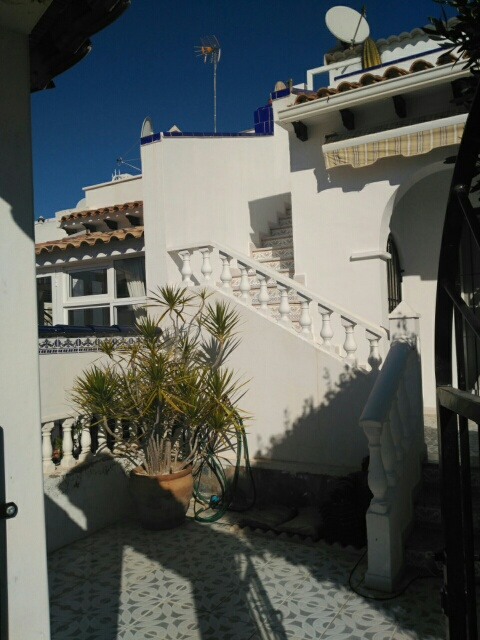 Well maintained south facing townhouse in Pueblo Principe